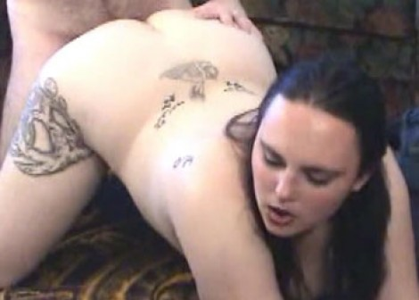 Tattooed plumper Madalyn fucks a geek